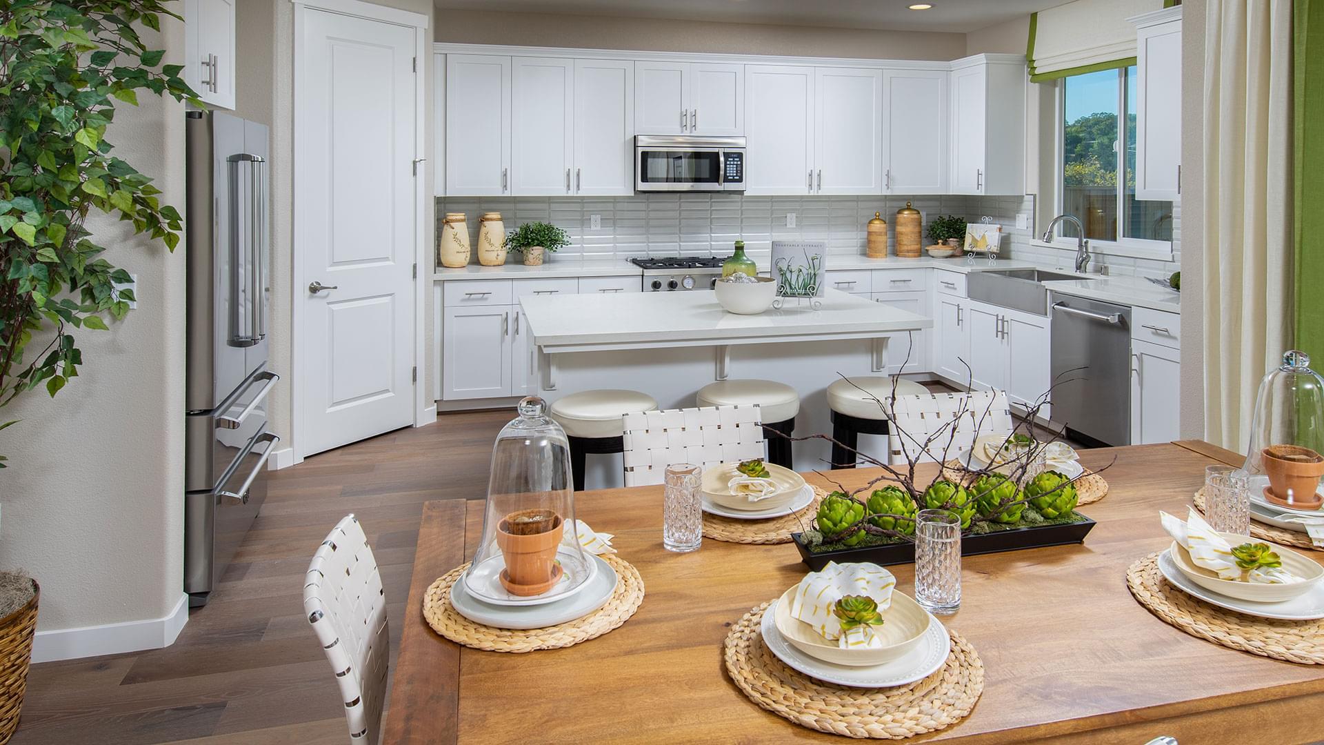 Residence 2 Kitchen & Dining