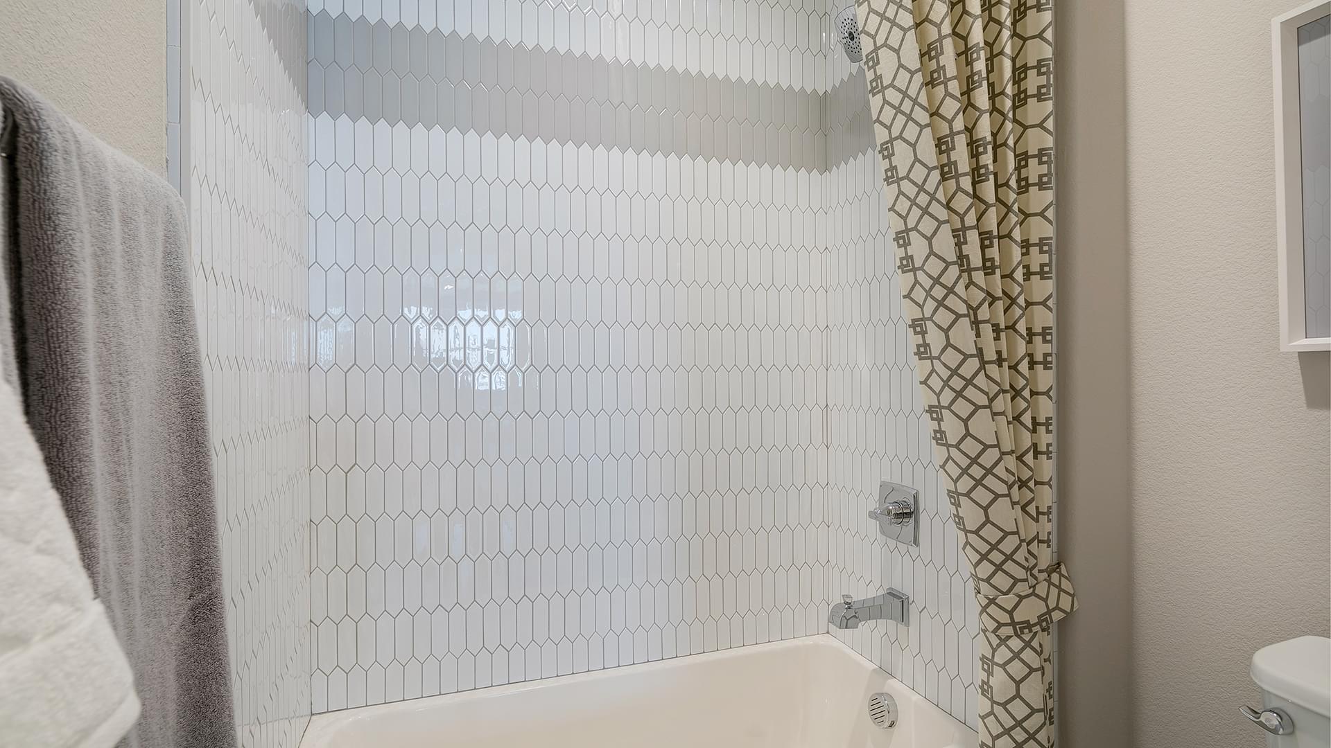 Residence 4A Bath 2