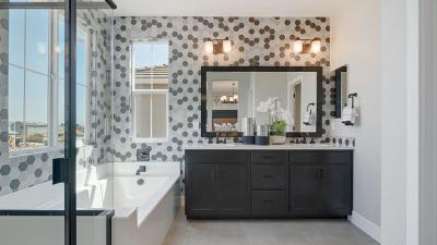 Residence 7 - Owner's Bath